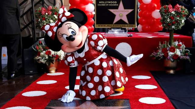 Minnie Mouse recibe estrella paseo fama Hollywood