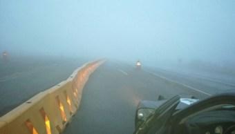 Bancos de niebla afectan tránsito en carreteras de Nuevo León