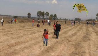 Niños y adultos disfrutan del Festival del Papalote