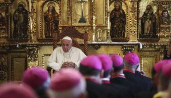 Papa pide a obispos evitar el miedo y denunciar abusos a personas