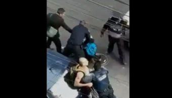 Policías agreden a joven que grababa detención en la CDMX