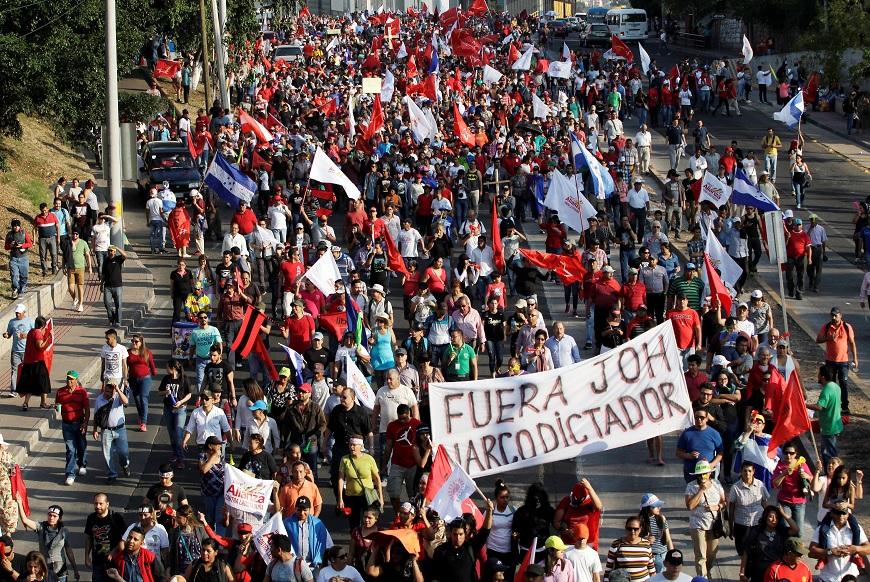 Juan Orlando Hernández asume segundo mandato en medio de protestas