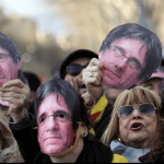 Protestas frente al Parlamento catalán. (Reuters)