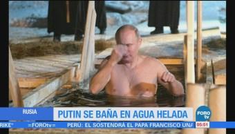 Putin se sumerge en agua helada