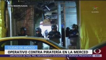 Realizan operativo contra la piratería en el mercado de La Merced, CDMX