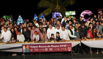 Realizan rosca de reyes gigante en Campeche