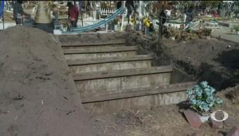 Sepultan a víctimas de descarrilamiento de tren, en Ecatepec