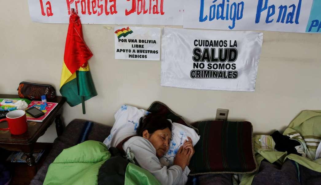 Tras 47 días médicos bolivianos suspenden huelga