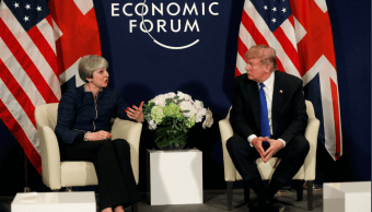 Theresa May y Donald Trump en Davos, Suiza