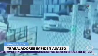 Trabajadores impiden asalto a cuentahabiente en León, Guanajuato