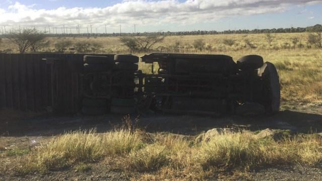 fuertes vientos frente frio numero 20 derriban cuatro trailers oaxaca