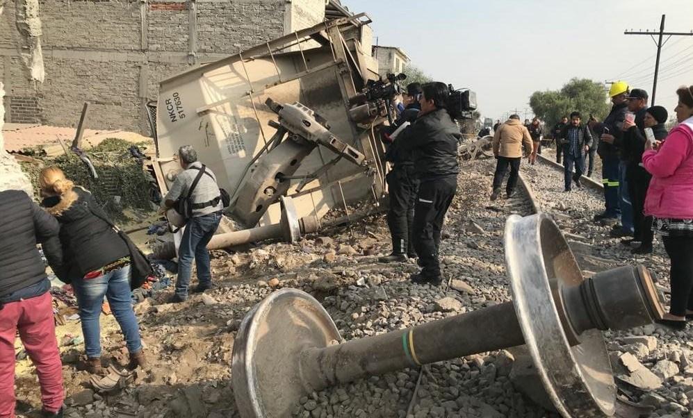 Afectados por choque de tren en Ecatepec, sin solución en daños