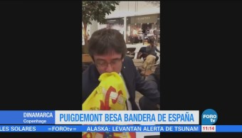 Un joven pide a Puigdemont besar la bandera española