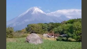 Se registra primera nevada en Volcán de Fuego de Colima