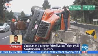Vuelca tráiler en km 34 de la carretera federal México-Toluca