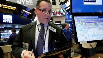 Wall Street en mixtos; el Dow Jones avanza