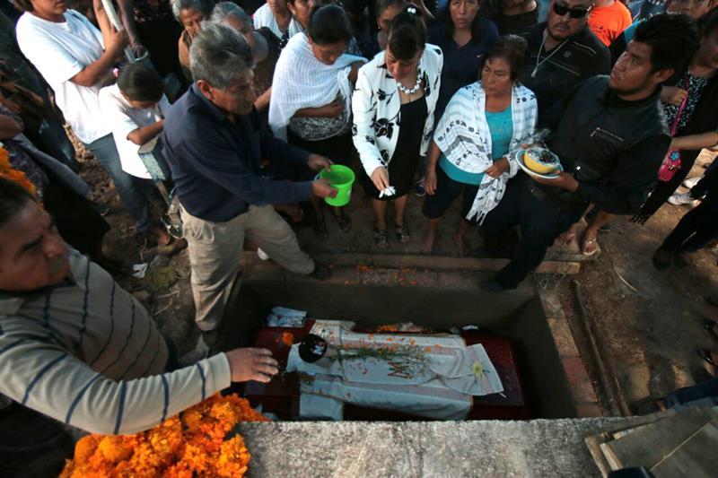 se confrontan iglesia autoridades guerrero asesinato sacerdote