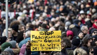 Miles de personas marchan contra fascismo y racismo en Macerata, Italia