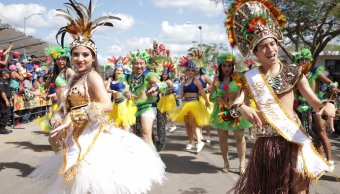 A ritmo de bachata, familias gozan del Carnaval de Mérida