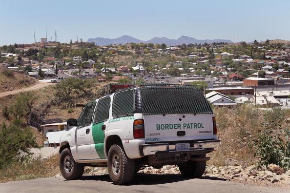 Condenan prisión agente migratorio aceptar sobornos narcotráfico