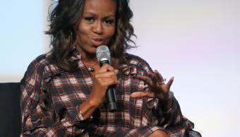 Michelle Obama dice usa Twitter como persona adulta, haciendo referencia a Trump