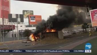Camión de carga se incendia en Monterrey, Nuevo León