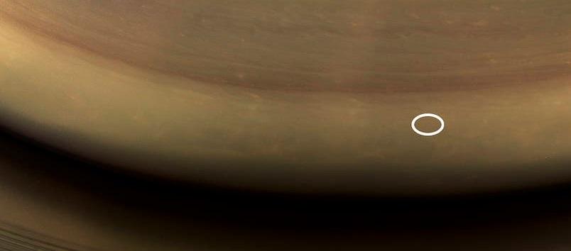 NASA revela fotografía donde la nave Cassini se sumergió en Saturno