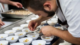 Chefs en España denuncian a influencers; buscan comida gratis