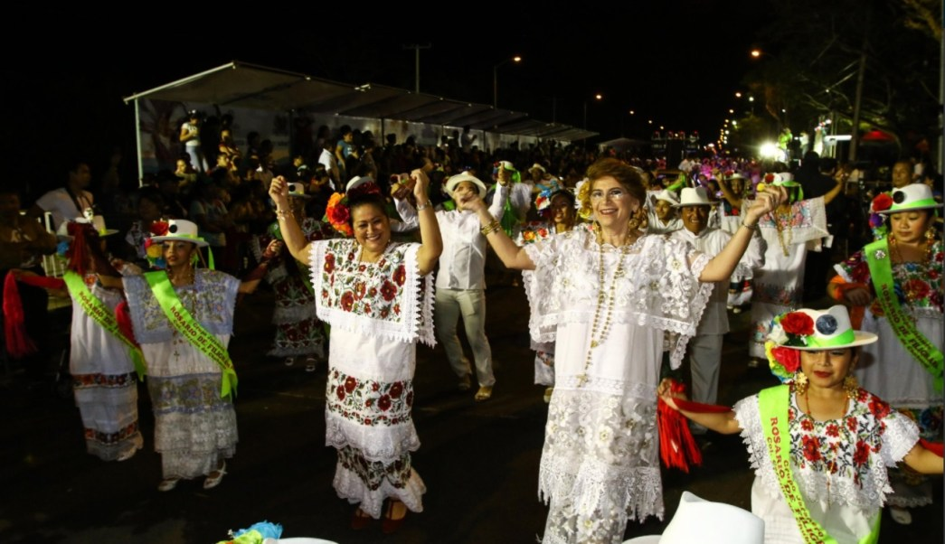 Cambian disfraces por la guayabera y el huipil en carnaval Mérida