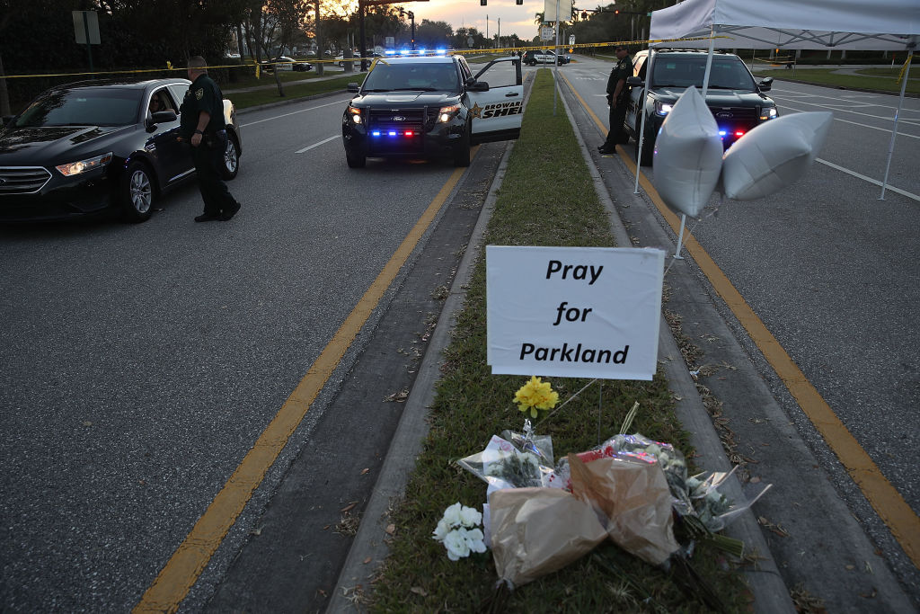 Policía armado de EU permitió masacre en escuela de Florida