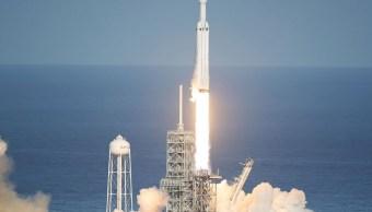 Despega Falcon Heavy cohete más poderoso mundo