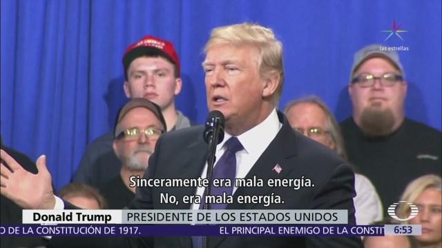 Donald Trump se queja de demócratas que no le aplauden