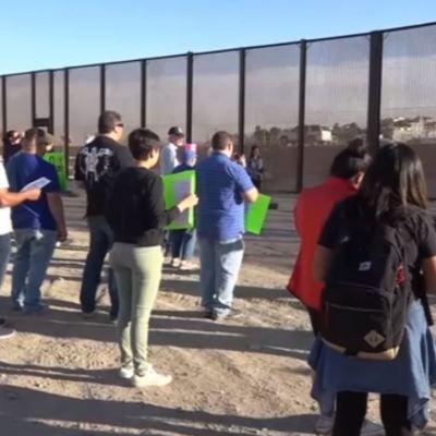 Dreamers protestan en el muro fronterizo de Chihuahua; exigen respeto a migrantes