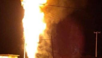 Toma clandestina provoca incendio en ducto de Pemex, en Cuautepec, Hidalgo