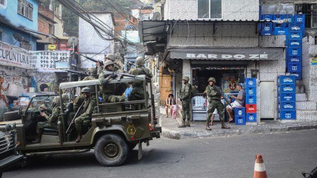 Ejército brasileño pedirá autorización allanamientos colectivos favelas