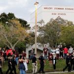 Tras masacre, alumnos de Parkland vuelven a clases