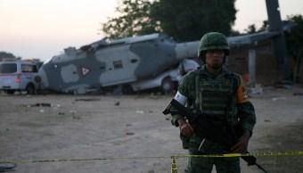 Suman 13 muertos tras desplomarse helicóptero en Oaxaca