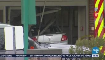 Hombre embiste hospital con automóvil cargado de gasolina