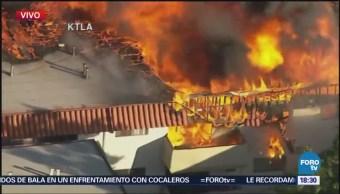 Incendio consume edificio de apartamentos en Los Ángeles