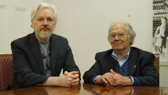 Assange recibe a Pérez Esquivel en embajada de Ecuador en Londres