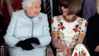 Inaceptable que Wintour no se quitara los lentes ante Isabel II