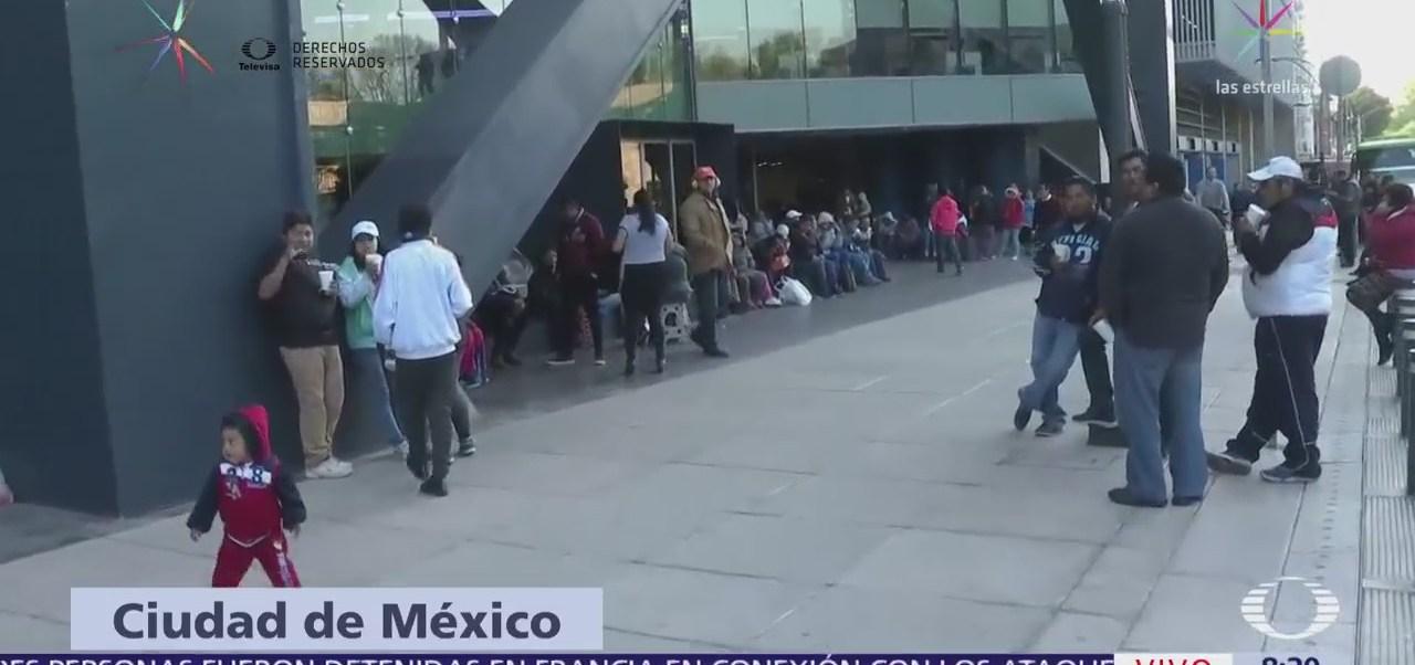 Manifestantes protestan frente a edificio en Lieja y Reforma, CDMX