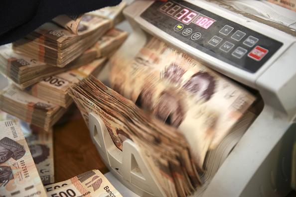 Casas de cambio venden dólar a 18.82 pesos en el aeropuerto capitalino