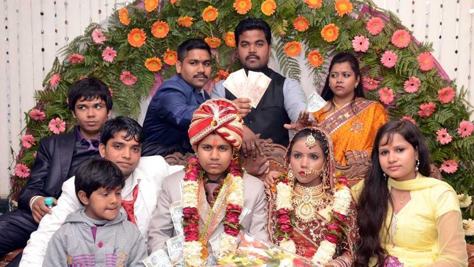 Mujer india se hizo pasar por hombre y se casó por dinero