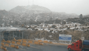 Cae nieve en autopista La Rumorosa-Tecate, en Baja California