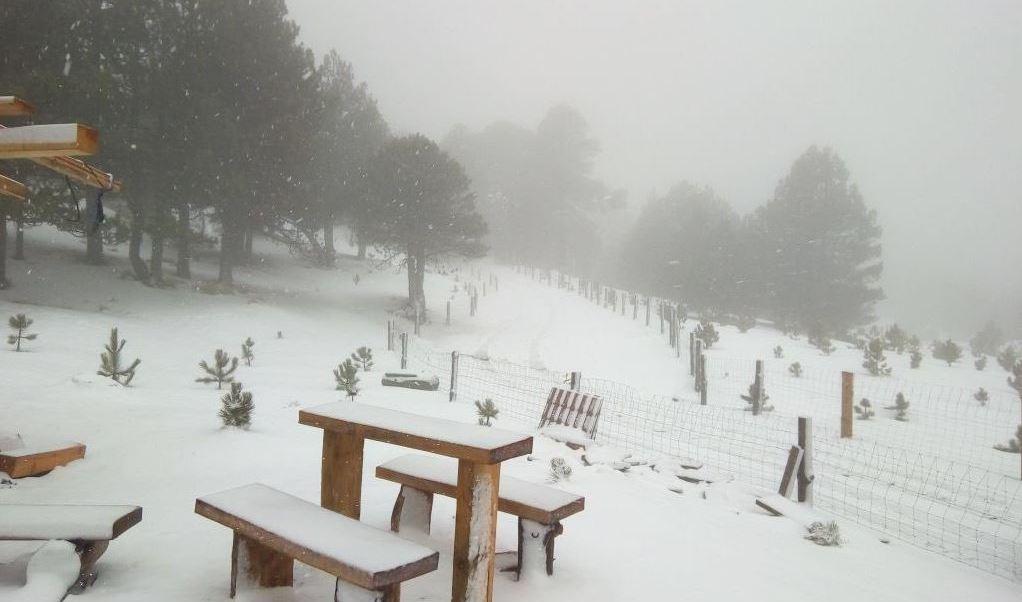 Cierran tránsito en Nevado de Colima por nieve y granizo
