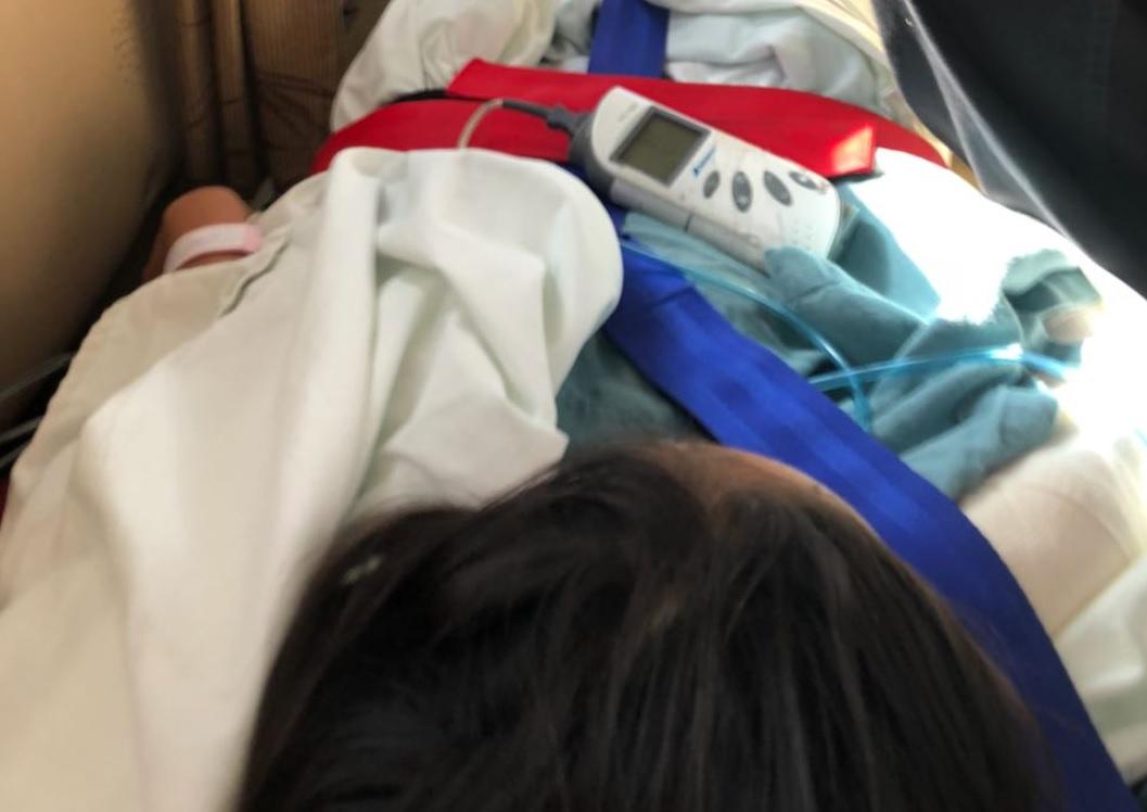 Reportan estable a niña lesionada por desplome