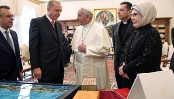 Papa Francisco y Erdogan discuten sobre promover la paz en Medio Oriente