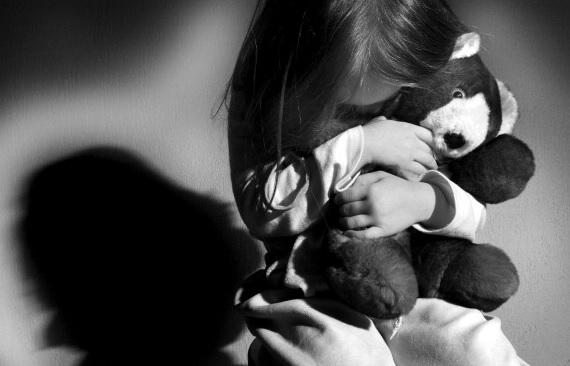 Suiza juzga a pederasta; es acusado abusar de 80 niños en Tailandia