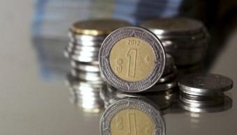 El peso se aprecia por debilitamiento del dólar